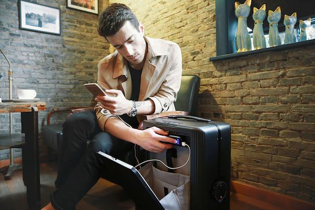 スーツケースCOWAROBOT R1のバッテリー機能