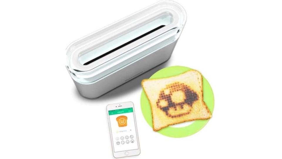 食べ過ぎ注意。賢すぎるトースターが、パンに今日の予定から好きなイラストまで描いてくれる