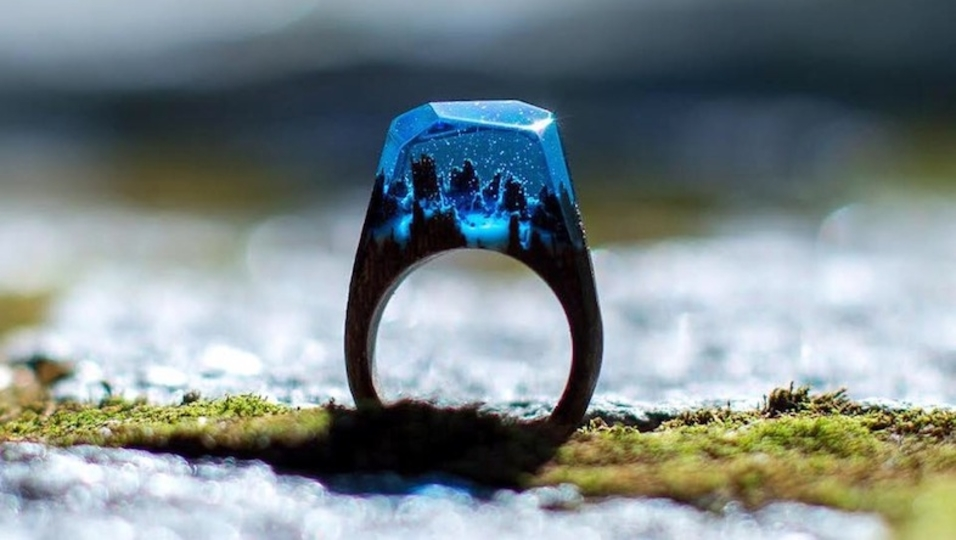 息を呑む美しさ。世界をそっと閉じ込めた魔法の指輪「Secret Wood」