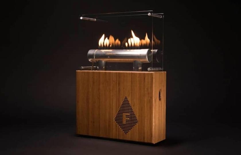 炎が踊り、音楽が鳴る。暖炉みたいなスピーカーに癒される