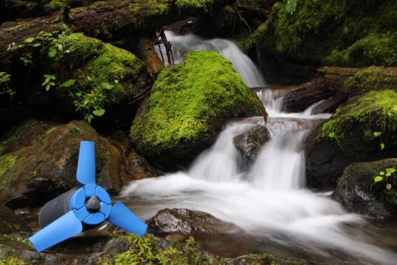 水に投げ込んで発電。ポータブルタービン「Estream」は持ち運べる水力発電機