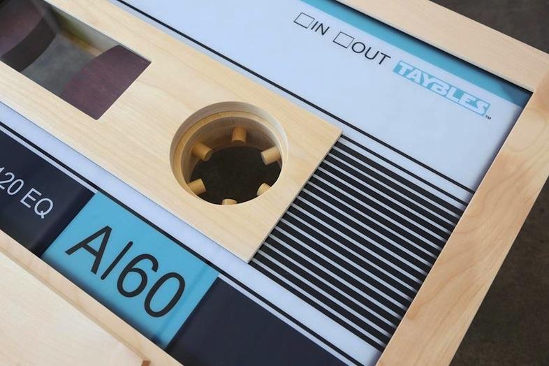 カセットテープ型コーヒーテーブル・穴