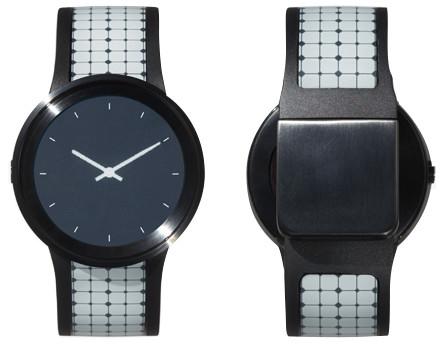 服に合わせて時計のバンドも着替えよう。ソニーのスマートウォッチ「FES Watch U」3