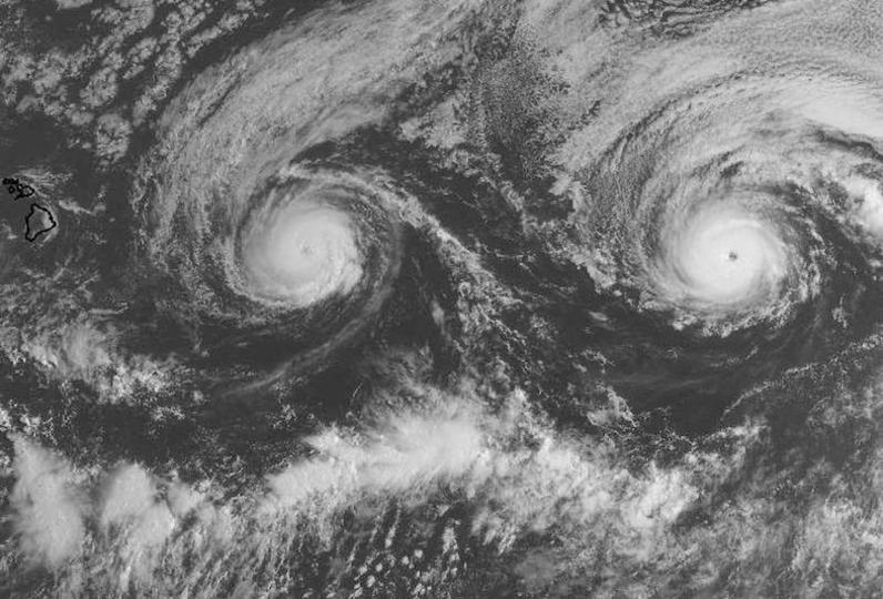 台風後の太平洋にハリケーンふたつ、史上初のハワイ島直撃か