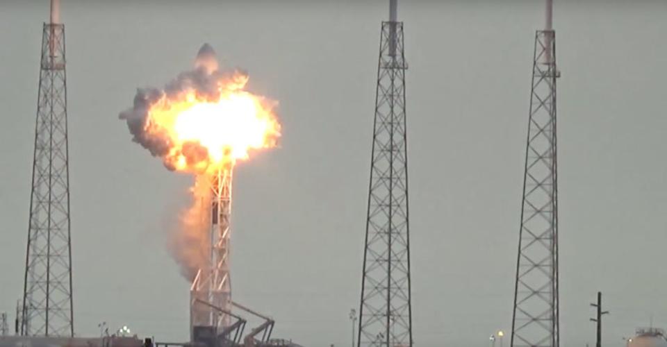 今後のSpaceXに影響は? Falcon 9打ち上げ準備中に爆発