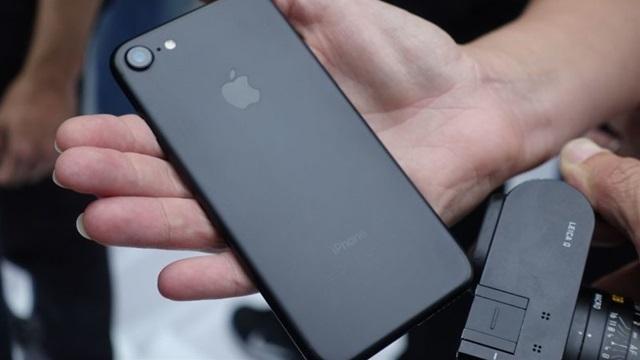 iPhone 7をファーストインプレッション ジェットブラック