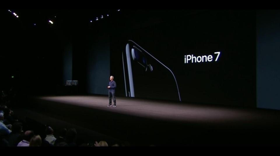 デュアルレンズ、ステレオスピーカー搭載。耐水・防塵にも対応したiPhone 7/Plus発表