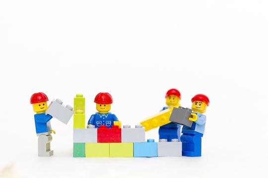 ここにきてLEGOの成長ぶりがすごい。人気すぎてブロックの生産が追いつかず