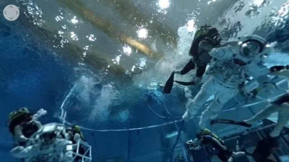 NASAの世界一大きな宇宙プールを360°動画で歩こう