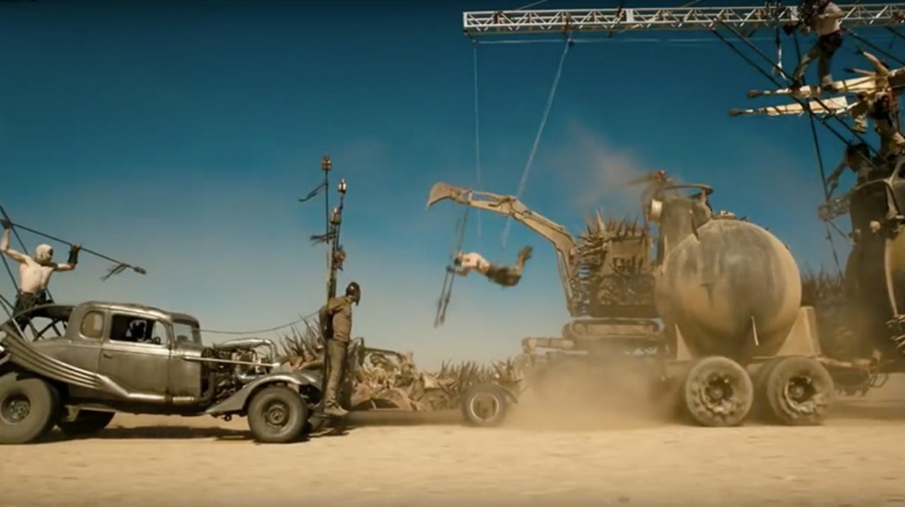 CGなしでも壮絶な映画「マッドマックス 怒りのデス・ロード」の破壊シーンの裏側