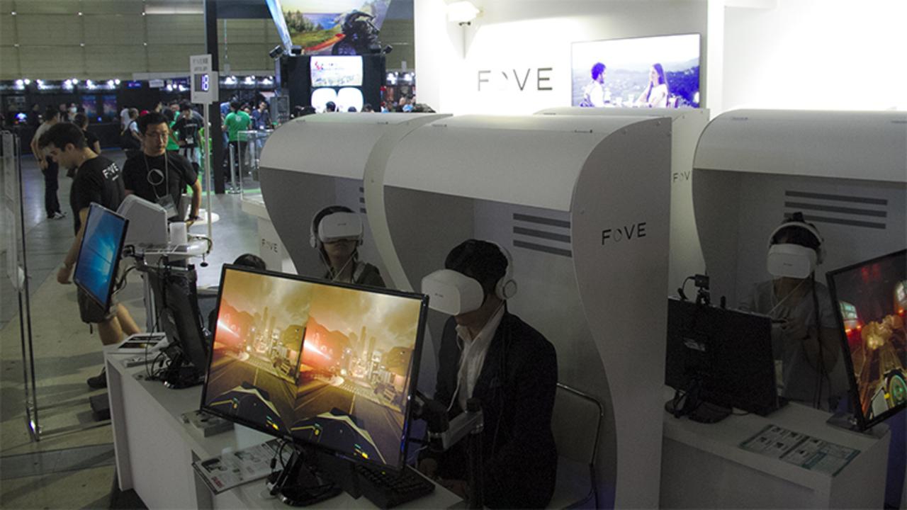 【TGS2016】視線ひとつでここまで体験は変わる。アイトラッキングシステム搭載VRヘッドセット「FOVE」