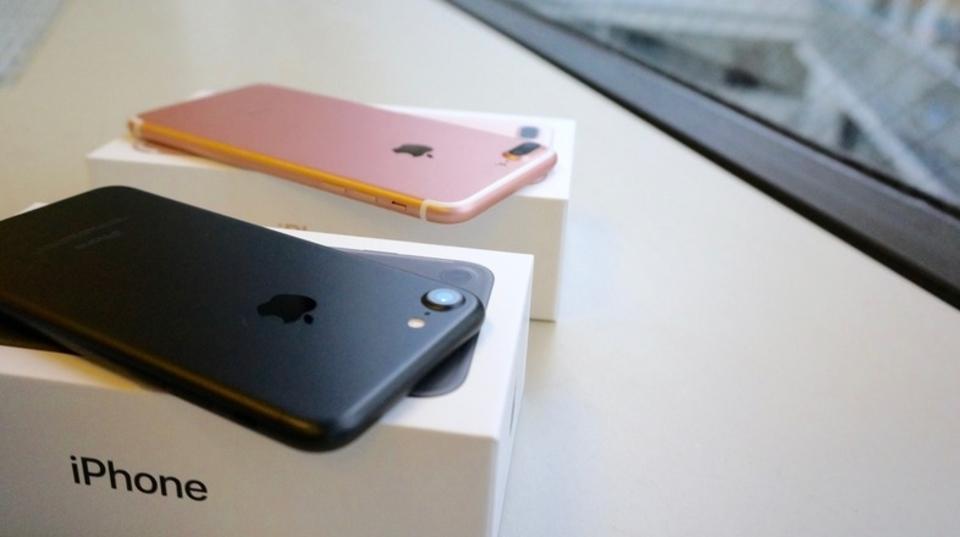 買ってきた! iPhone 7/7 Plusアンボックスですよ。ヒューヒュー!