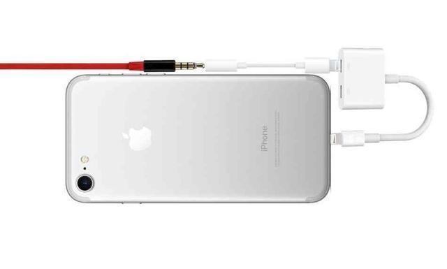 iPhone 7にはポートが少ない…を解決してくれる新ケースが発売へ2