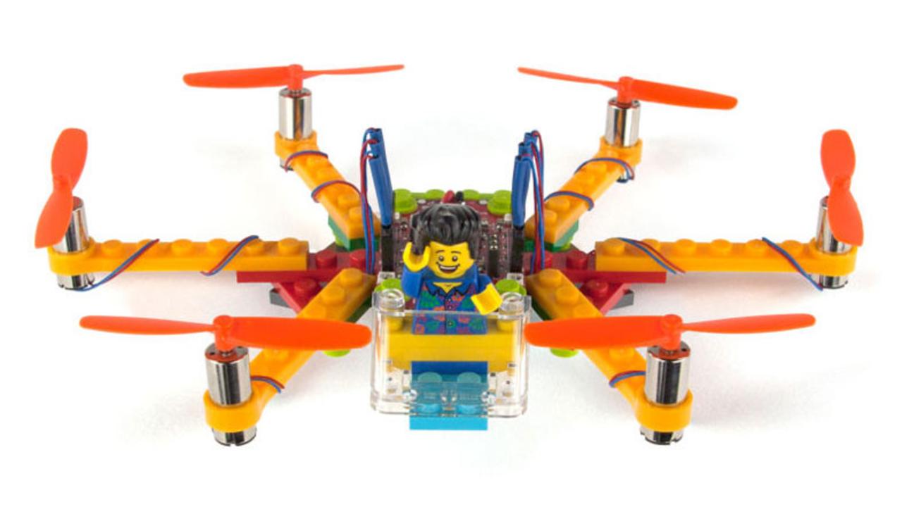 クラッシュしても問題なし! カスタマイズは自由自在。想像力を刺激するレゴで作るドローンキット