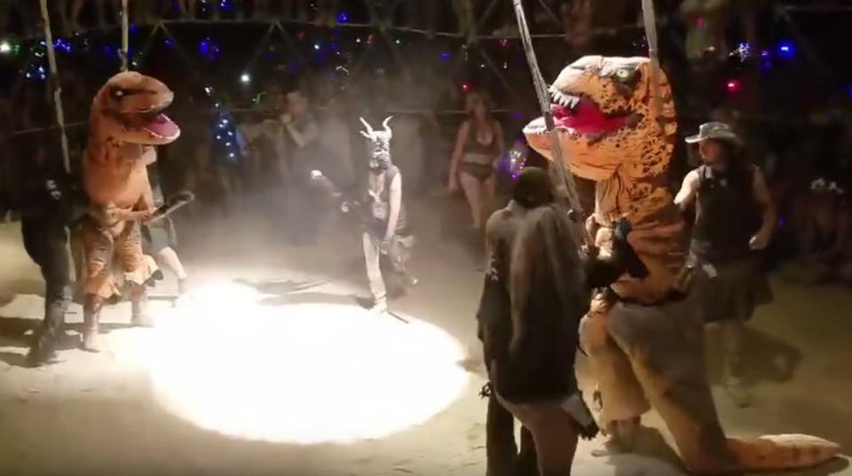 恐竜地下闘技が実在? ティラノサウルス・ファイトクラブ!