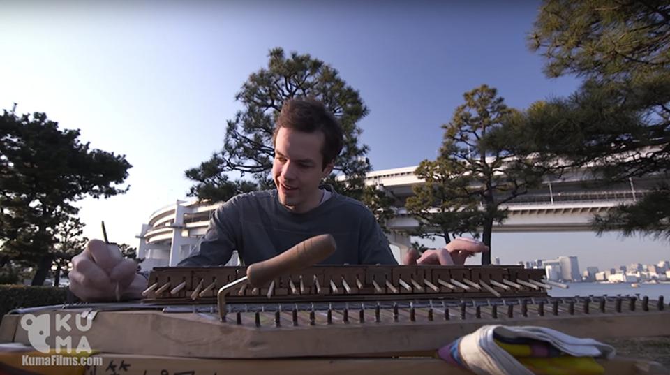 割り箸で作った「幻ピアノ」が奏でる「癒し」の音