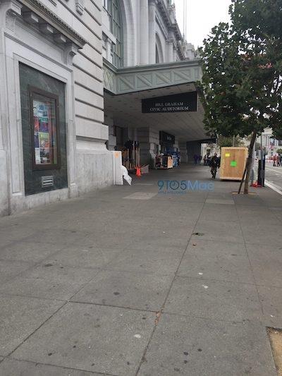 iPhone 7に期待が膨らむ…Appleの新製品イベントに向けて、サンフランシスコで会場設営が始まる!3