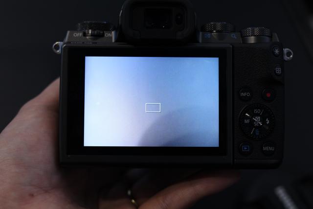 キヤノン「EOS M5」ハンズオン! タッチ&ドラッグAFの衝撃。デジタル一眼レフとの距離を大幅に縮めた3