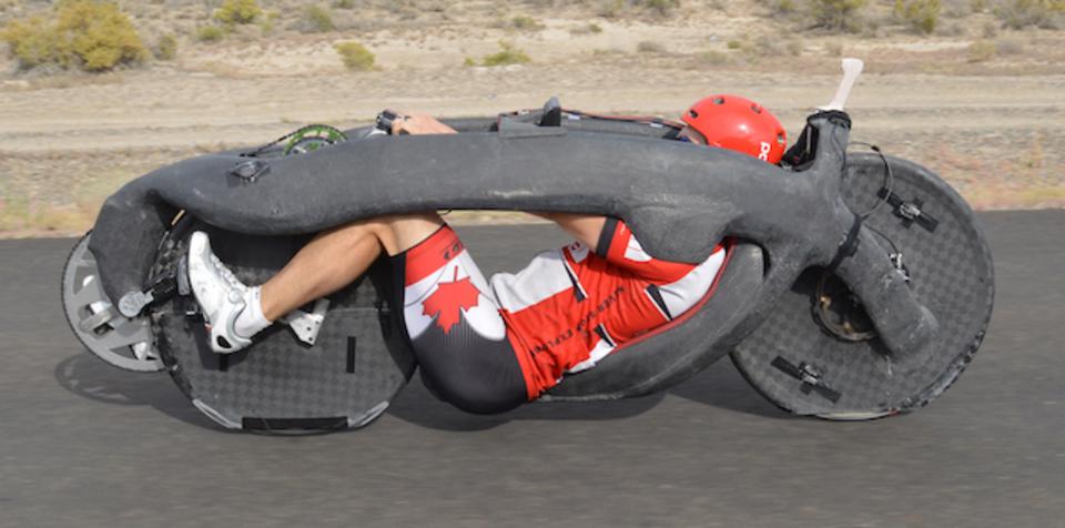 どう見てもロケットな自転車が時速144kmの世界記録を叩き出す