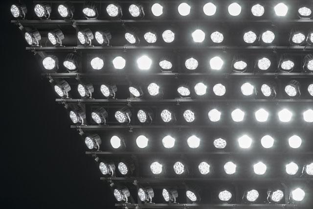 桁違いでした…。野球場のナイター照明がどれだけ明るいか知ってます?20