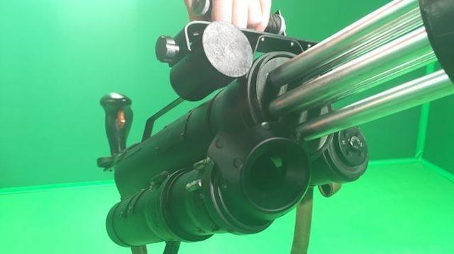 HTC Viveの仮想世界で実際にトリガーをひき、ガトリングを撃ちまくる爽快感。すべての目標を破壊せよ2