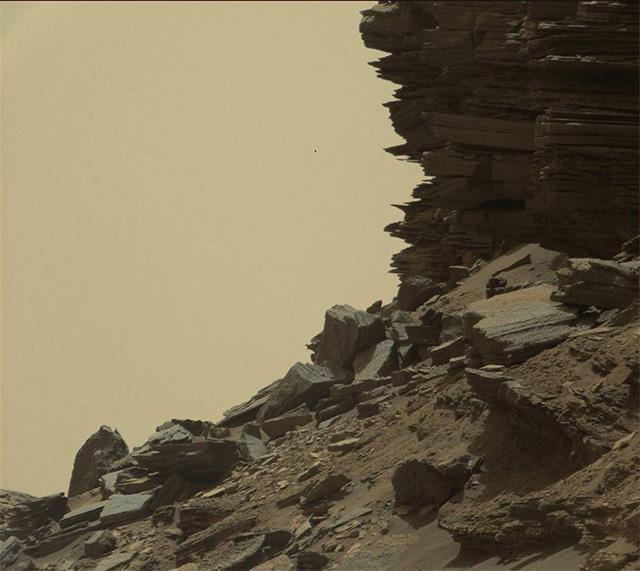 火星探査機キュリオシティの最新セルフィー写真と360°のパノラマ 2