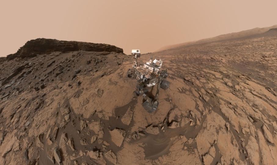 火星探査機キュリオシティの最新セルフィー写真と360度のパノラマ