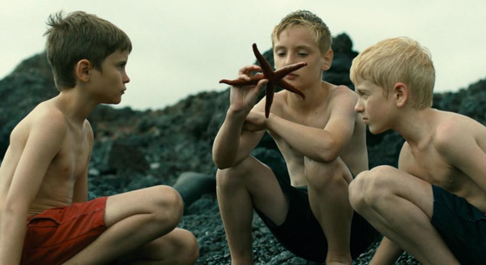女性と少年しかいない島を描くフランス産SF映画「エボリューション」予告編