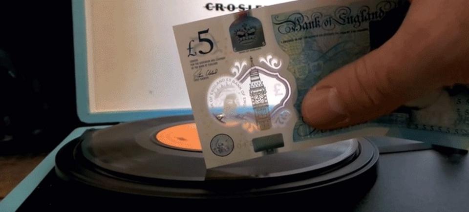 チャーチルもびっくり。イギリスの「新プラスチック紙幣」でレコードを鳴らす人が続出