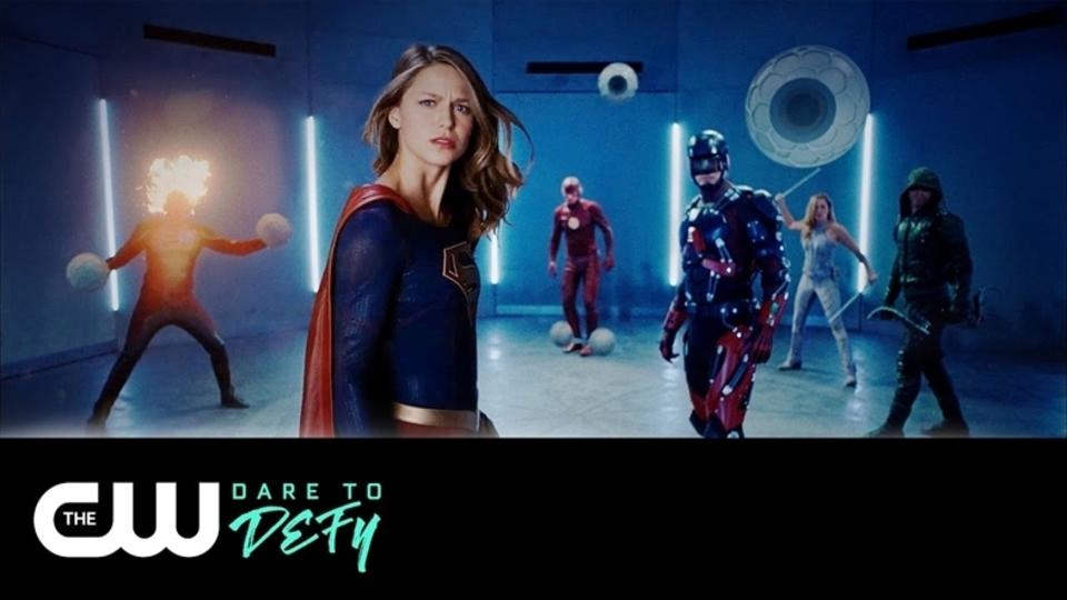 アロー、フラッシュ、スーパーガールが共闘! 「スーパーヒーロー・ファイトクラブ2.0」