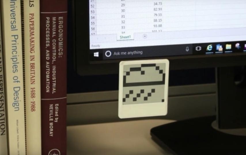 ポストイットいらず? ペタペタ貼れる小型の電子ペーパーメモ