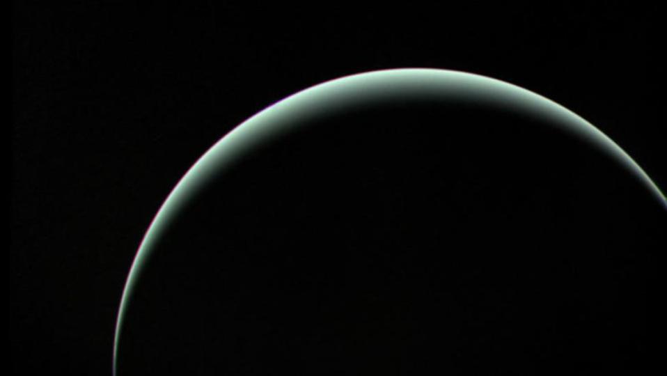 30年前の画像から発見。天王星のそばにある衛星らしき波形