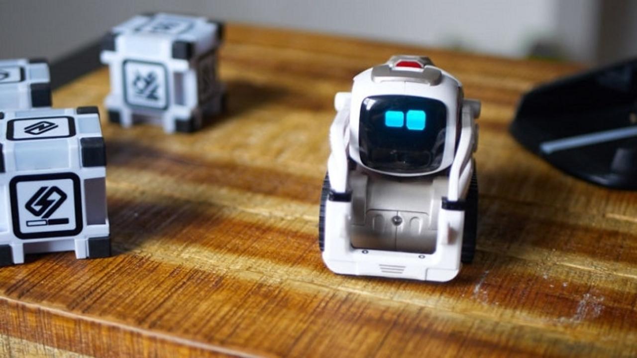 感情を持つロボット「Cozmo」レビュー:ペットにとって脅威になる!?
