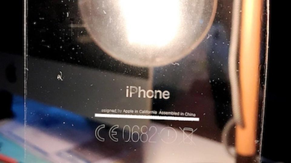 iPhoneのジェットブラック、まさかの不具合で黒さが増す