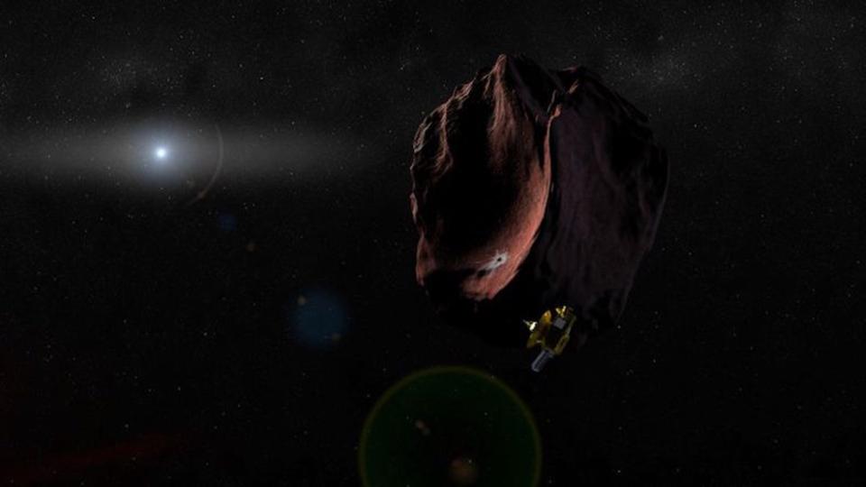 太陽系のはしっこに、謎の赤い天体があるようです