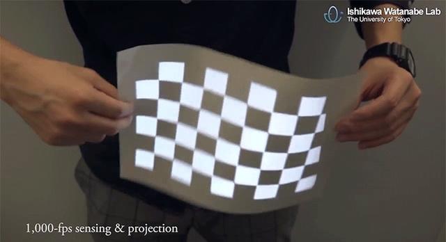 映像がTシャツに貼り付いてる!? 非剛体の表面上に投影可能な技術「ダイナミックプロジェクションマッピング」