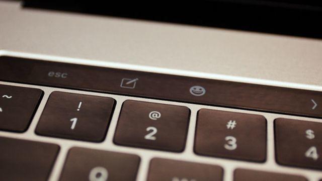 Touch Barにタッチ。新MacBook Proハンズオン3