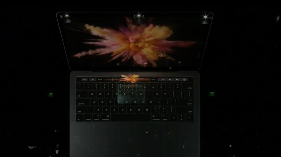 「Touch Bar」「USB-C」搭載。MacBook Proシリーズリニューアル