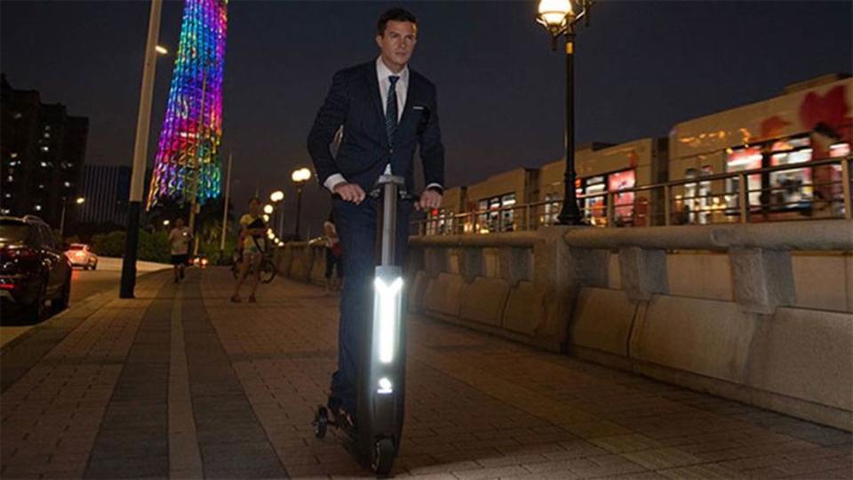 未来の移動手段か、第2のホバーボードか。電動スクーター「Immotor Go」