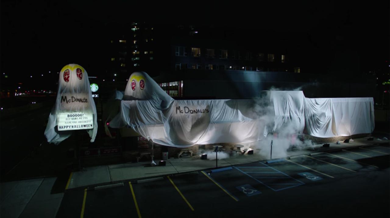 バーガーキング、マクドナルドに仮装しちゃいました