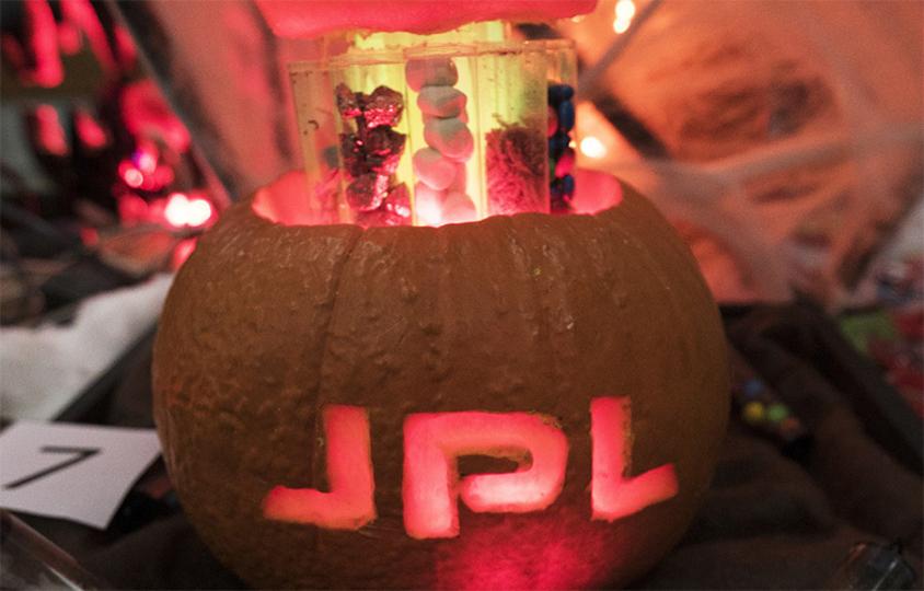 今年も魅せたるで! NASAのハロウィンかぼちゃコンテスト