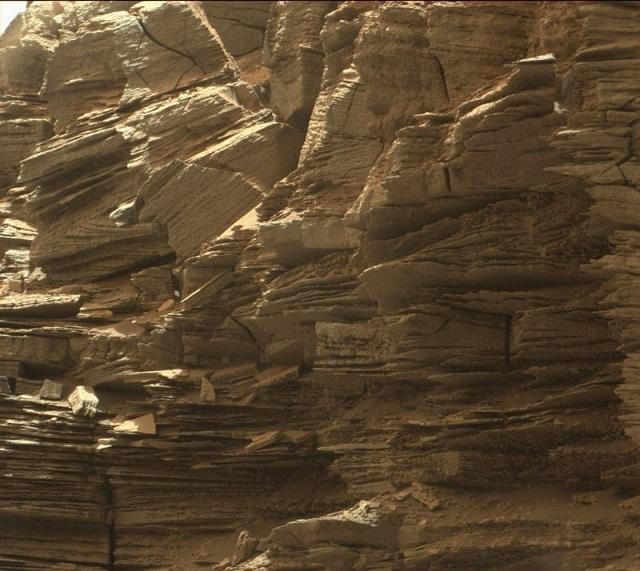 火星探査機キュリオシティの最新セルフィー写真と360°のパノラマ 1