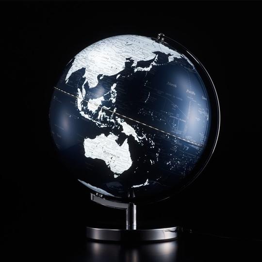 あの地平線輝くのは~。直径30cmの光る地球「ライティングアース」