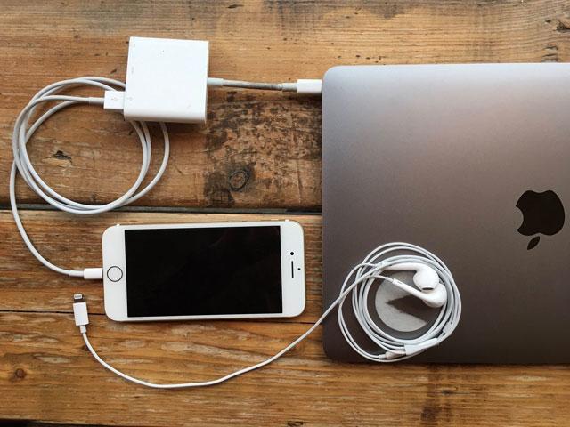 2枚の画像で見る、iPhone 7 x 新型MacBook Proの悪夢2