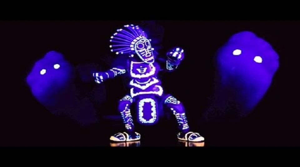 生きているかのように踊る操り人形。暗闇の中でヒップホップ踊るってよ!