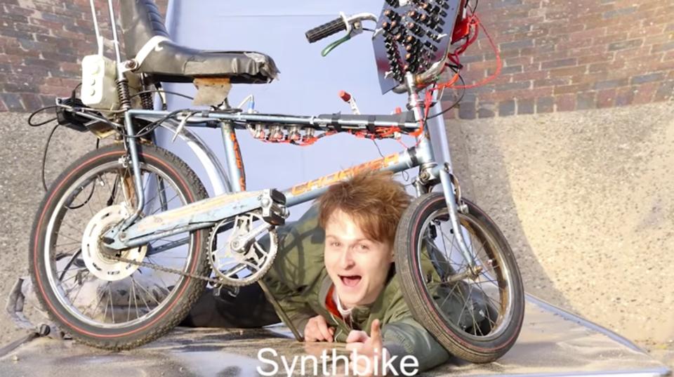 シンセサイザーを自転車にくっつけたら、それはやはり「シンセバイク」!