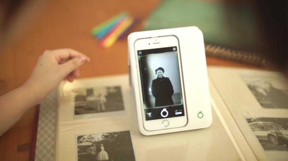 ギズモード限定で10%OFF! iPhoneでアルバム写真をデジタル化する「Omoidori」