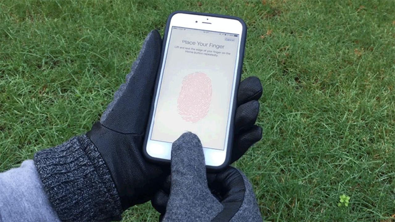 指紋認証を解除できるステッカー「Taps」手袋にはれば冬の最強アイテムに