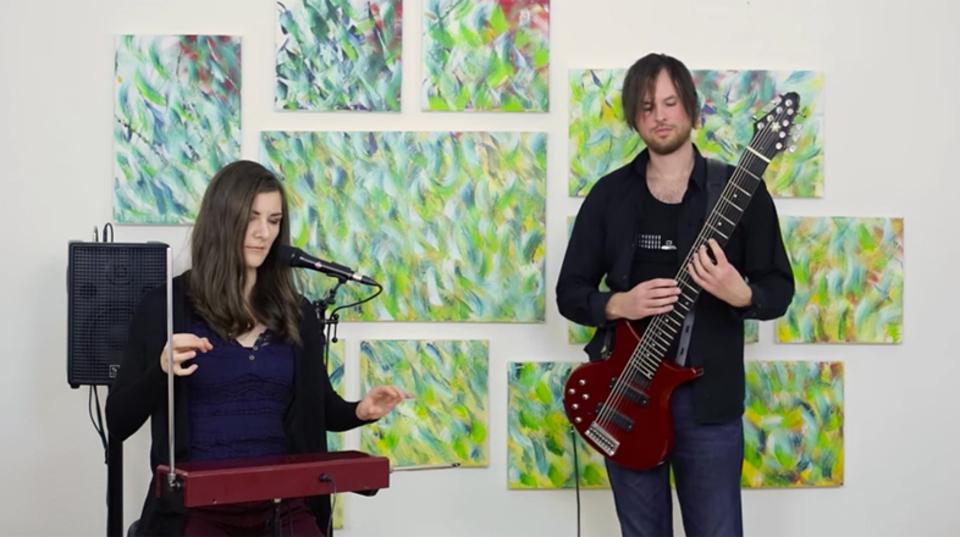 ビートルズの『ノルウェーの森』をテルミンでしとやかに演奏