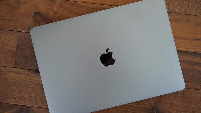 161117_macbookpro_08.jpg
